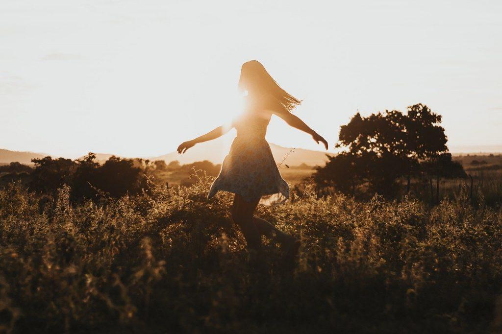 freedom, girl, travel-4782 870.jpg dancing, moving